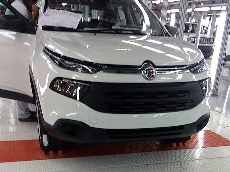Fiat Toro 2016 вид спереди