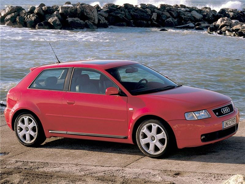 Audi S3 1999 вид сбоку