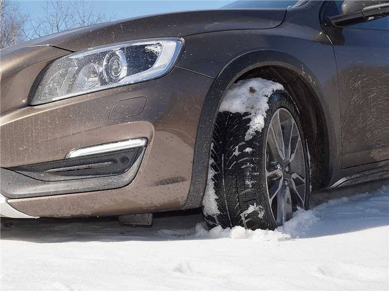 Volvo V60 Cross Country 2015 переднее колесо