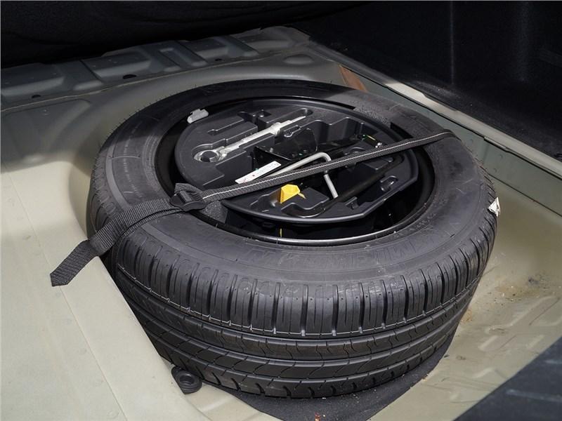 Peugeot 408 2012 запасное колесо