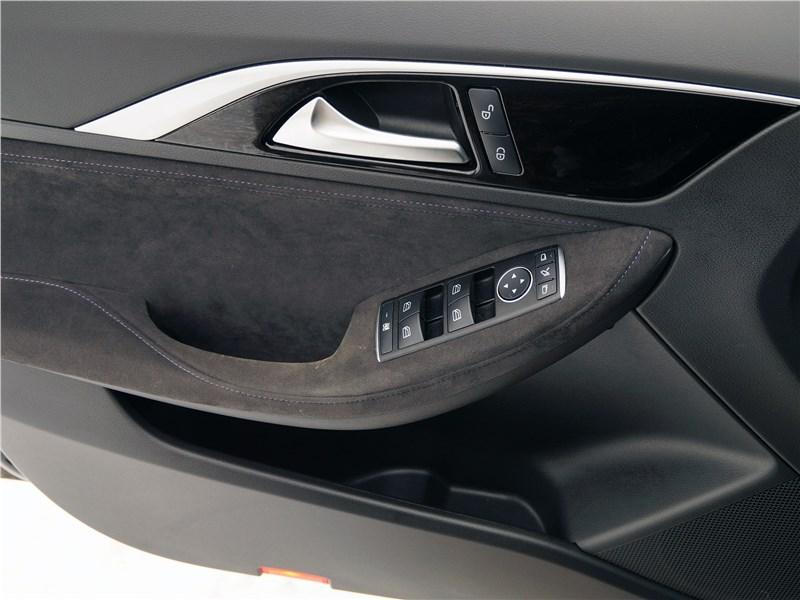 Infiniti Q30 2016 внутренние дверные панели