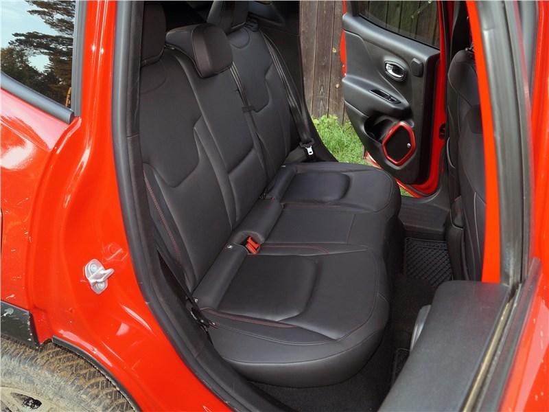 Jeep Renegade 2019 задний диван