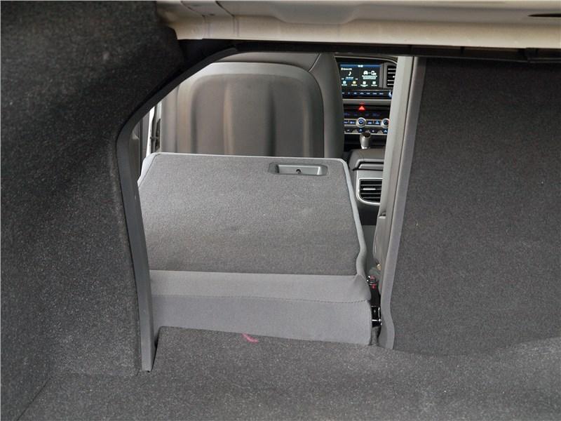 Hyundai Elantra 2019 багажное отделение