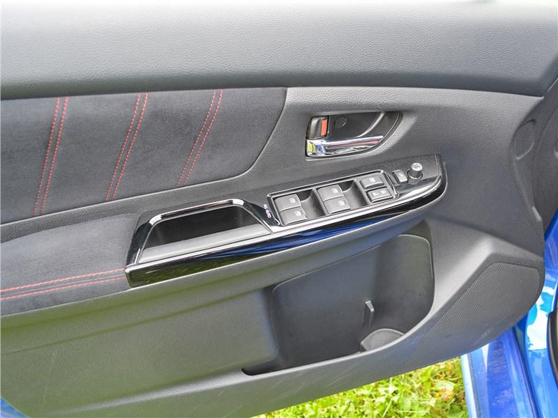 Subaru WRX STI (2018) дверь