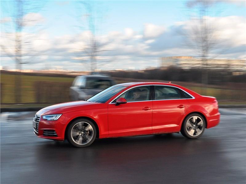 Audi A4 2016 вид сбоку