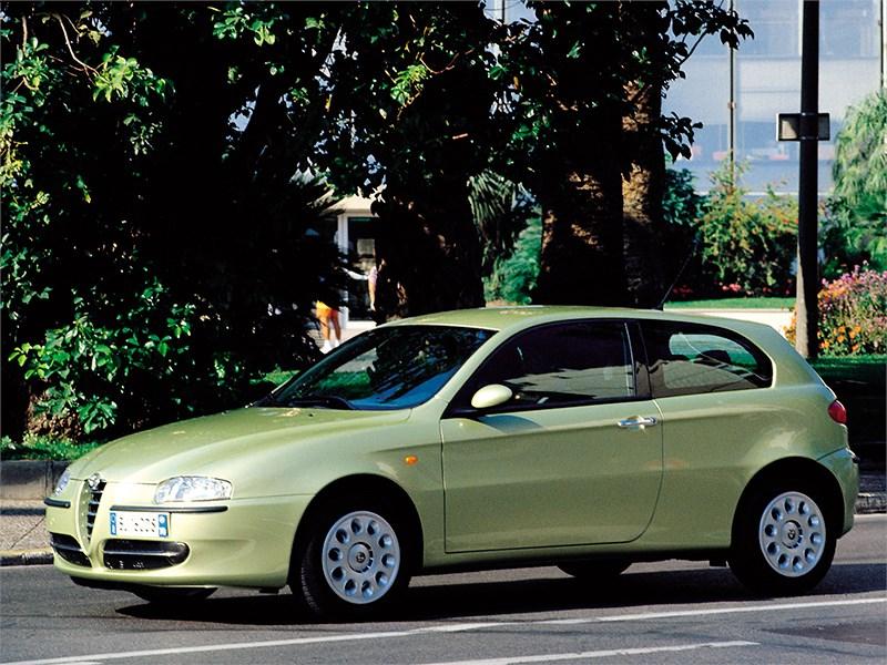 Alfa Romeo 147 2000 вид сбоку