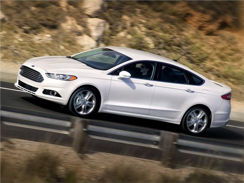 Ford Fusion 2012 вид сбоку