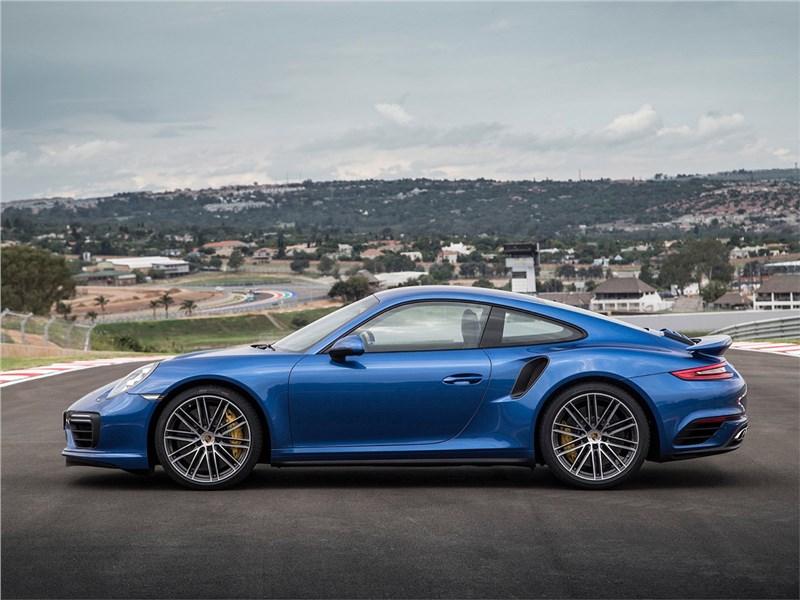 Porsche 911 Turbo 2016 вид сбоку