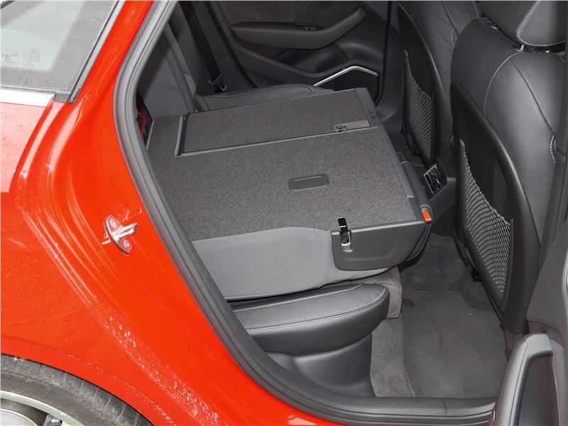 Audi A3 Sedan 2017 задний диван