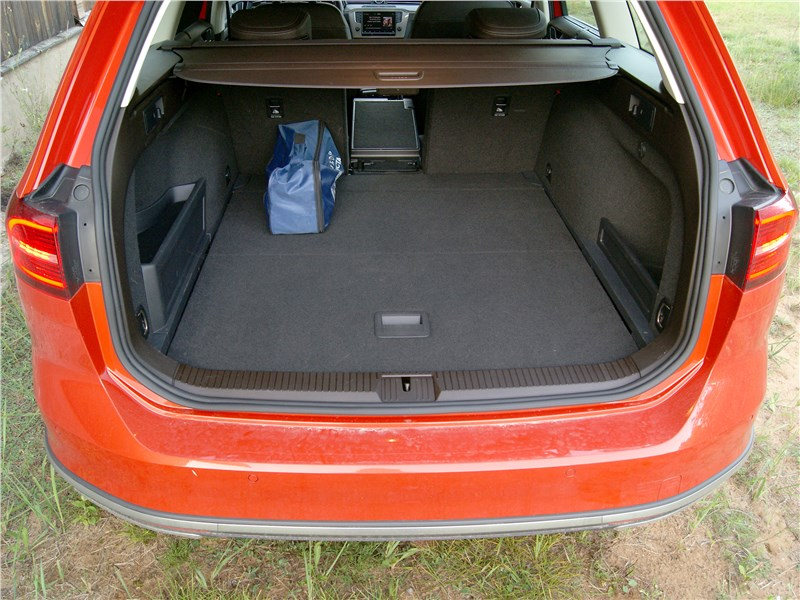 Volkswagen Passat Alltrack 2016 багажное отделение