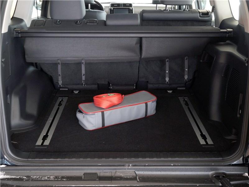 Toyota Land Cruiser Prado 2017 багажное отделение