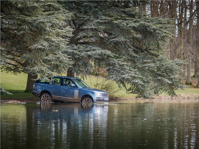 Land Rover Range Rover PHEV 2018 вид сбоку