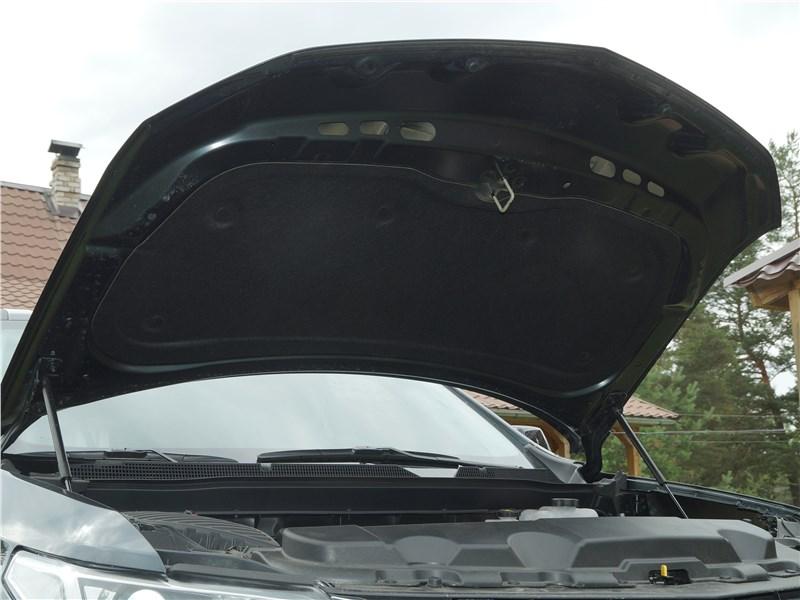 Chevrolet Traverse 2018 капот