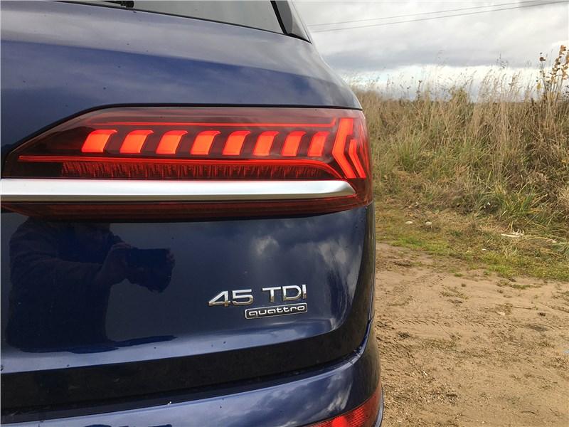 Audi Q7 (2020) задний фонарь