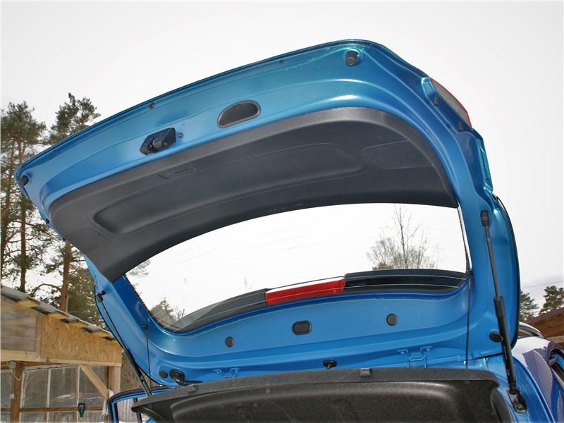 Kia Rio X (2020) дверь багажника
