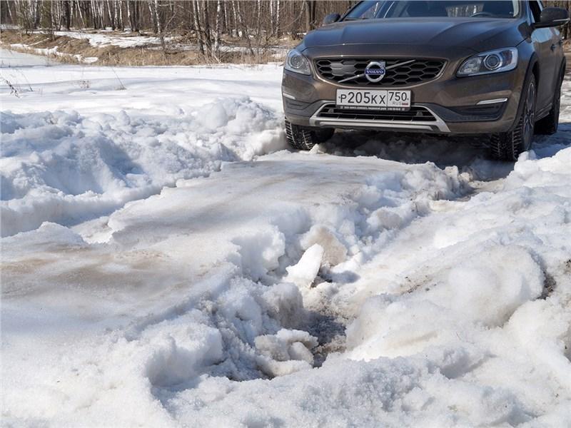 Volvo V60 Cross Country 2015 проторенная колея