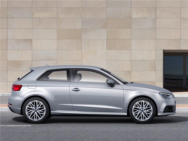 Audi A3 2017 вид сбоку