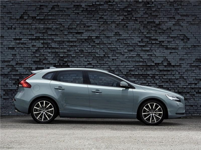 Volvo V40 2017 вид сбоку