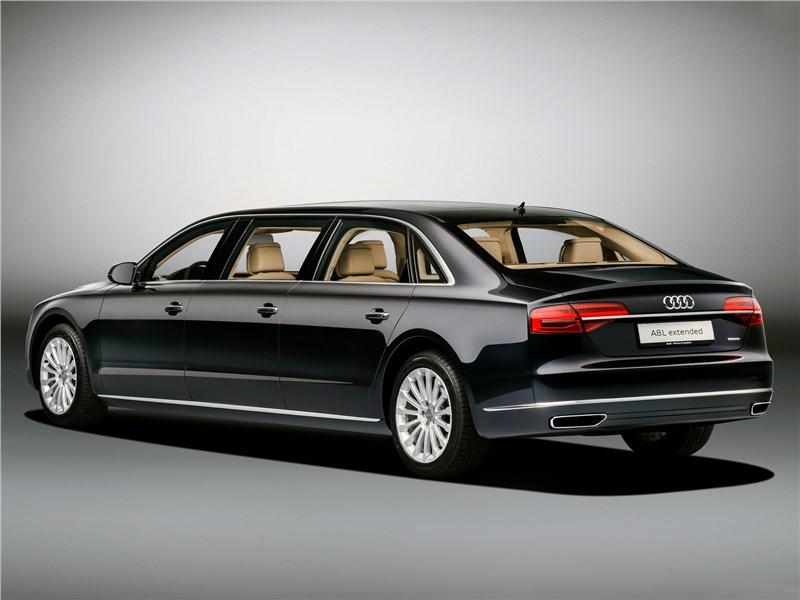 Audi A8 L Extended 2016 вид сзади