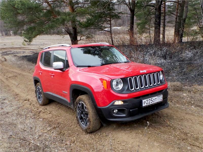 Jeep Renegade 2014 вид спереди
