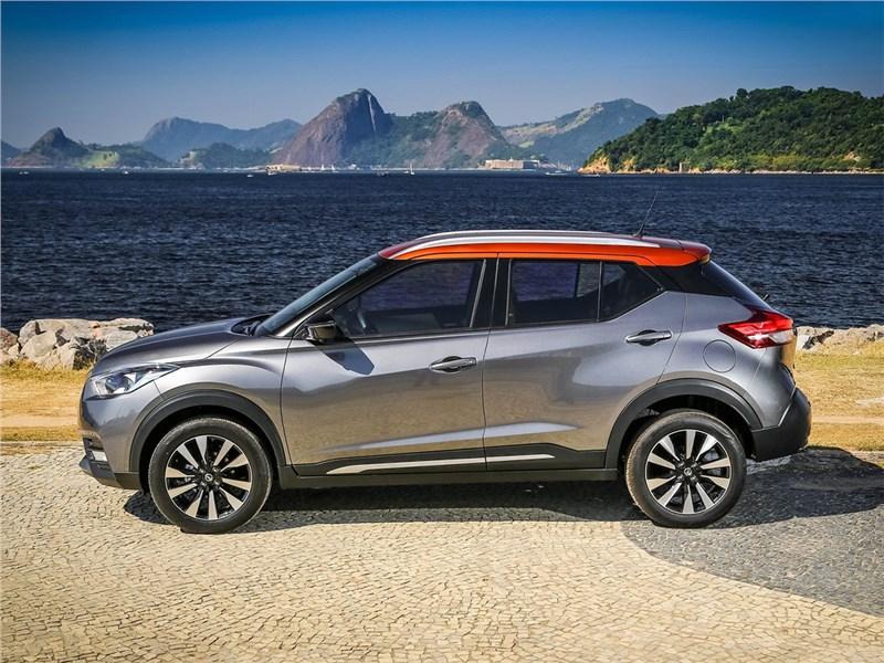 Nissan Kicks 2017 вид сбоку