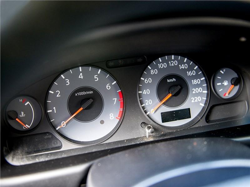 Nissan Almera Classic 2006 приборная панель