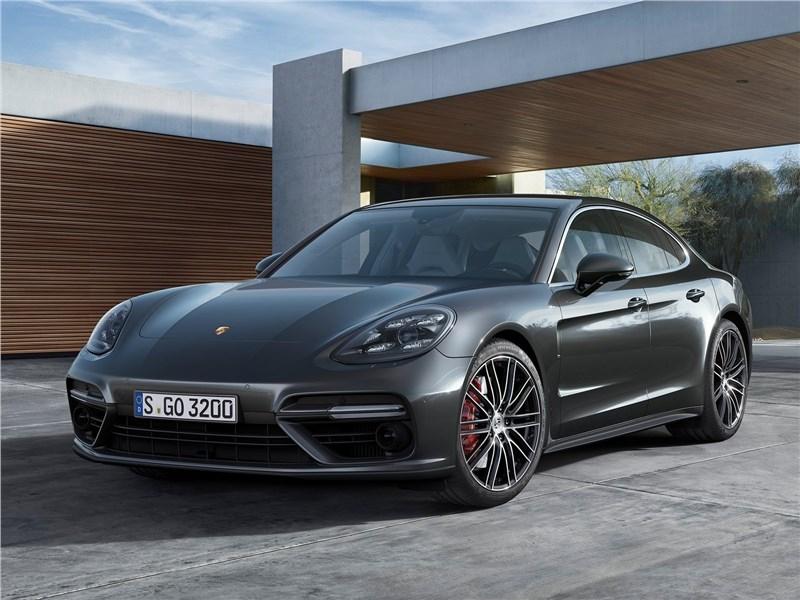 Porsche Panamera turbo 2017 вид спереди