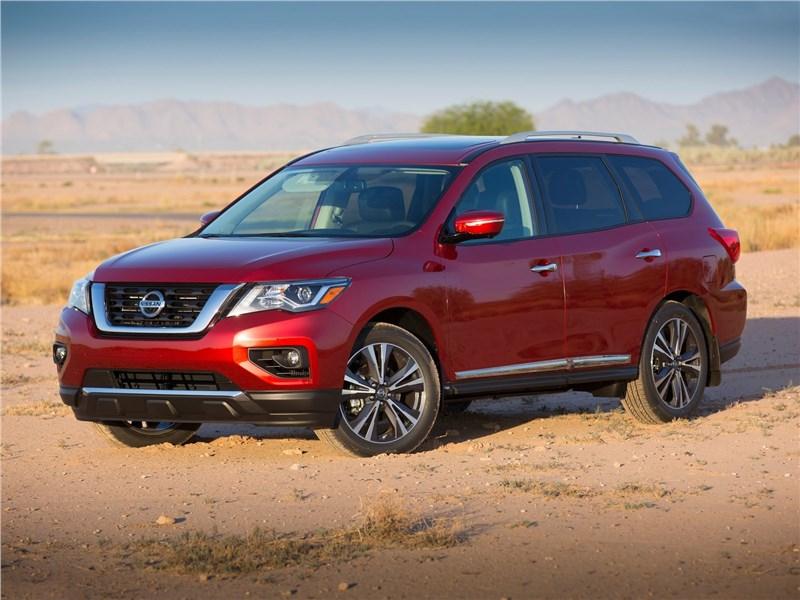 Nissan Pathfinder 2017 вид спереди сбоку