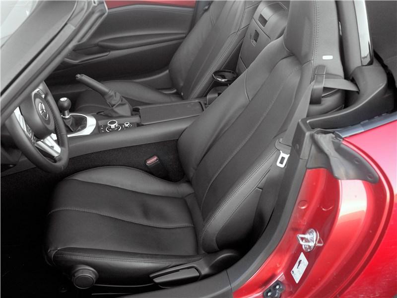 Mazda MX-5 2015 передние кресла