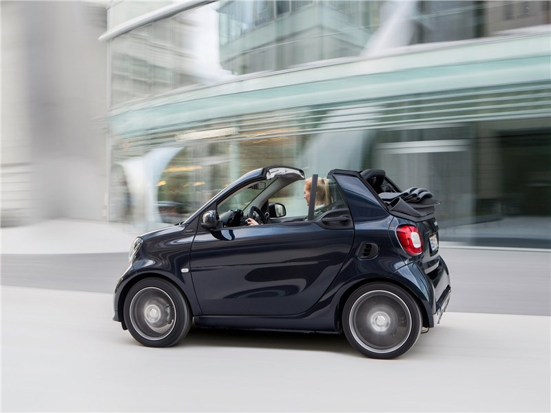 Brabus Smart fortwo Cabrio 2017 вид сбоку