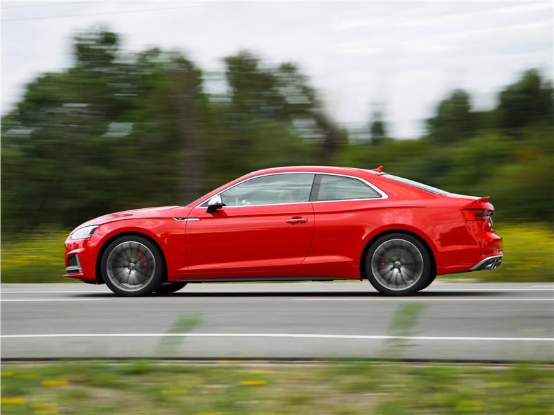 Audi S5 2017 вид сбоку