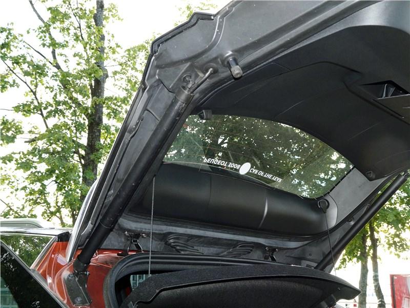 Peugeot 3008 2017 дверь багажника