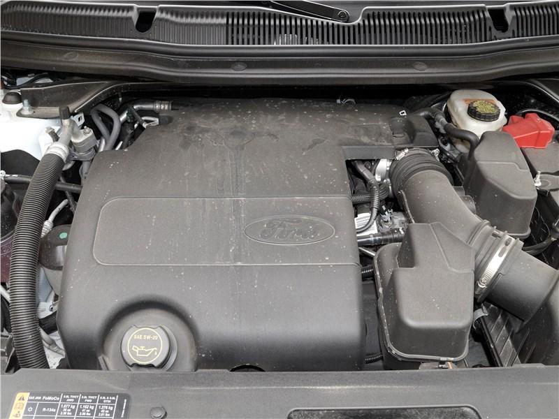 Ford Explorer 2018 моторный отсек