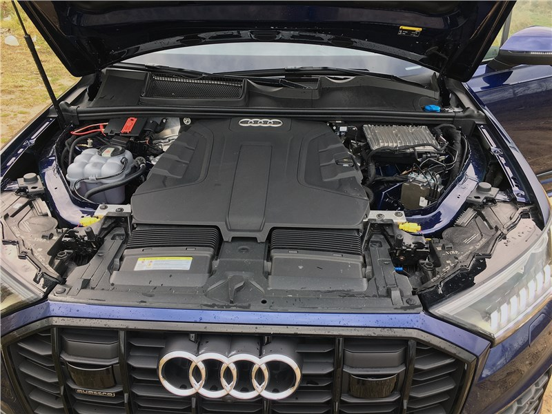 Audi Q7 (2020) моторный отсек