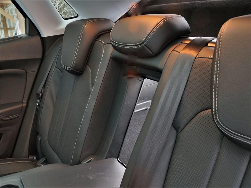 Opel Grandland X 2018 задний диван
