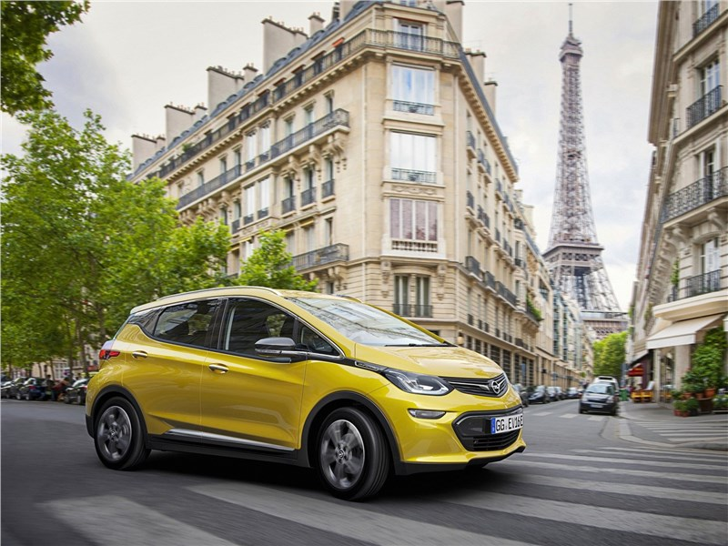Opel Ampera-e 2017 вид спереди сбоку
