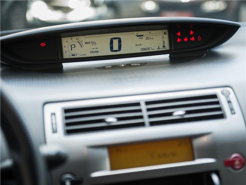 Citroen C4 2004 приборная панель