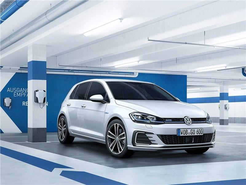Volkswagen Golf 2017 вид спереди