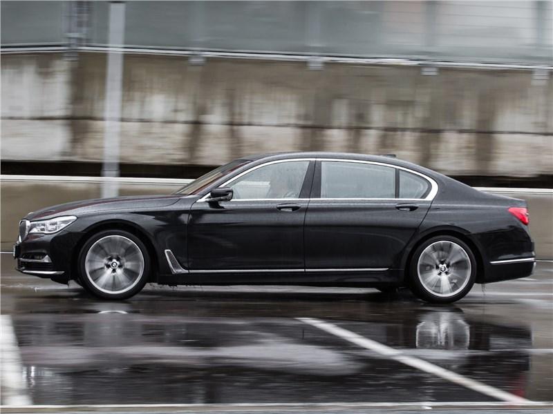 BMW 740Ld xDrive 2016 вид сбоку