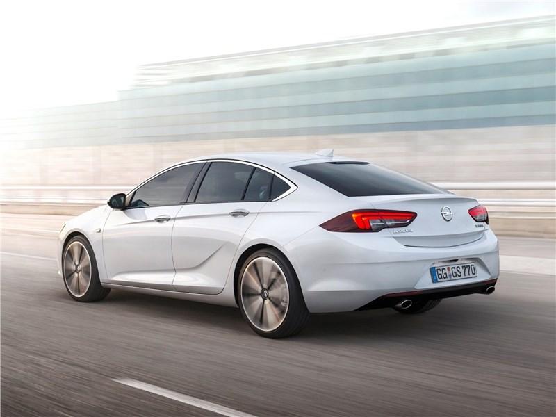 Opel Insignia Grand Sport 2017 вид сзади