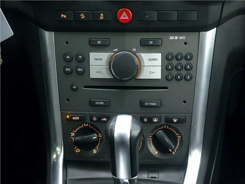 Opel Antara 2011 центральная консоль
