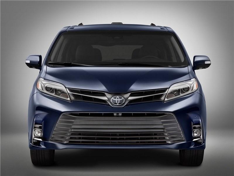 Toyota Sienna 2018 вид спереди