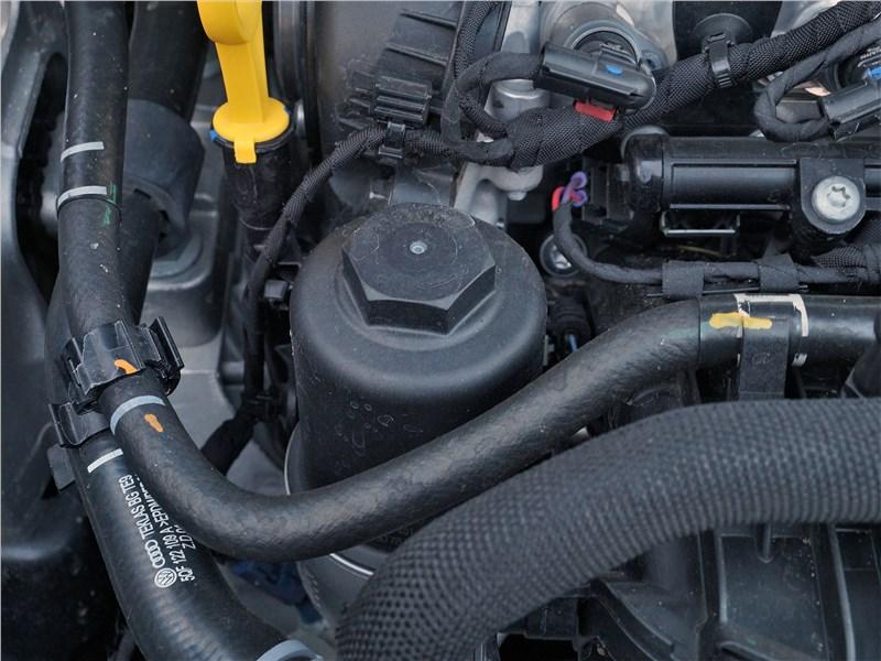 Audi Q3 2019 моторный отсек