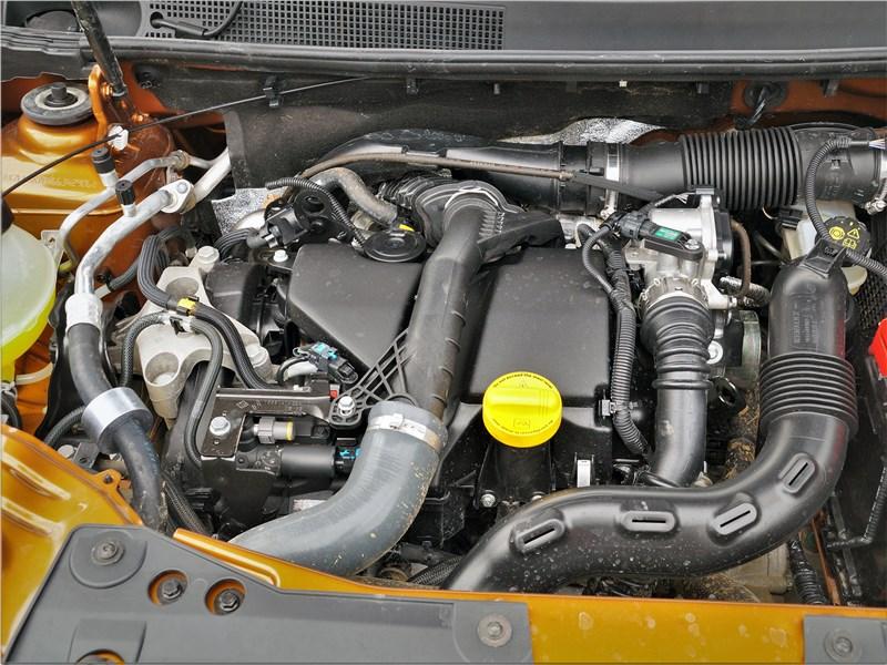 Renault Duster (2021) моторный отсек