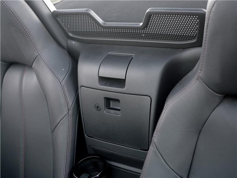 Mazda MX-5 2015 бардачок