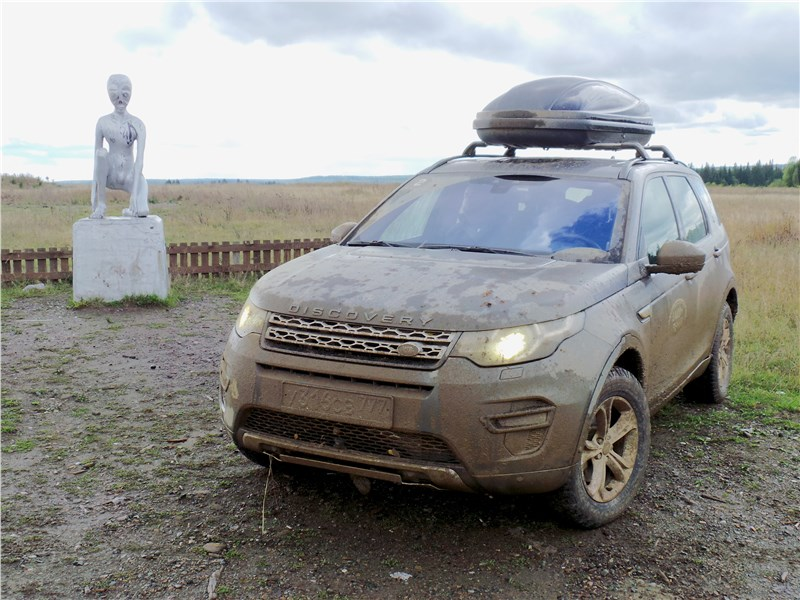 Land Rover Discovery Sport 2015 на окраине села Молёбка в Пермском крае