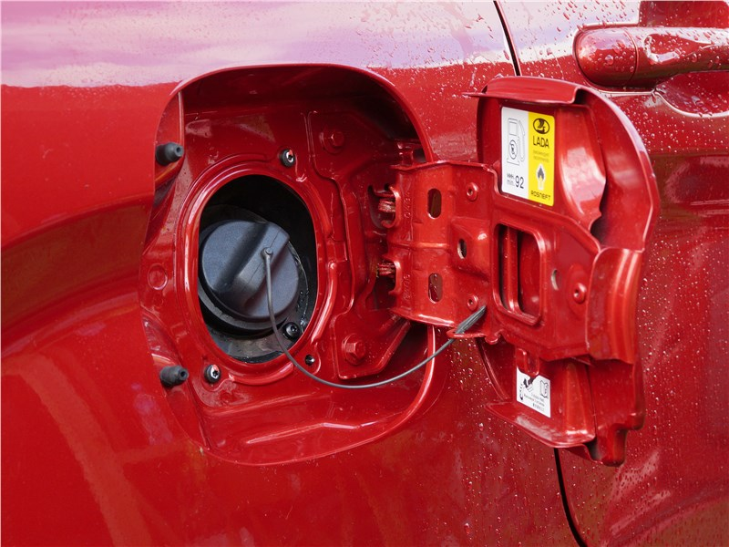 Lada XRay 2015 лючок и крышка топливного бака