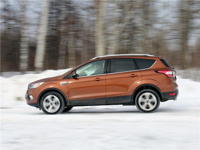 Ford Kuga 2017 вид сбоку