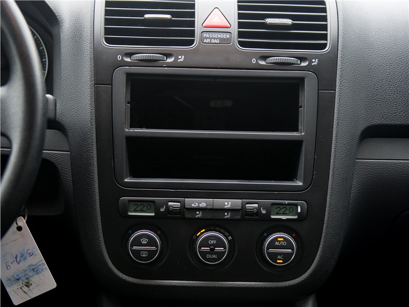 Volkswagen Jetta 2008 центральная консоль