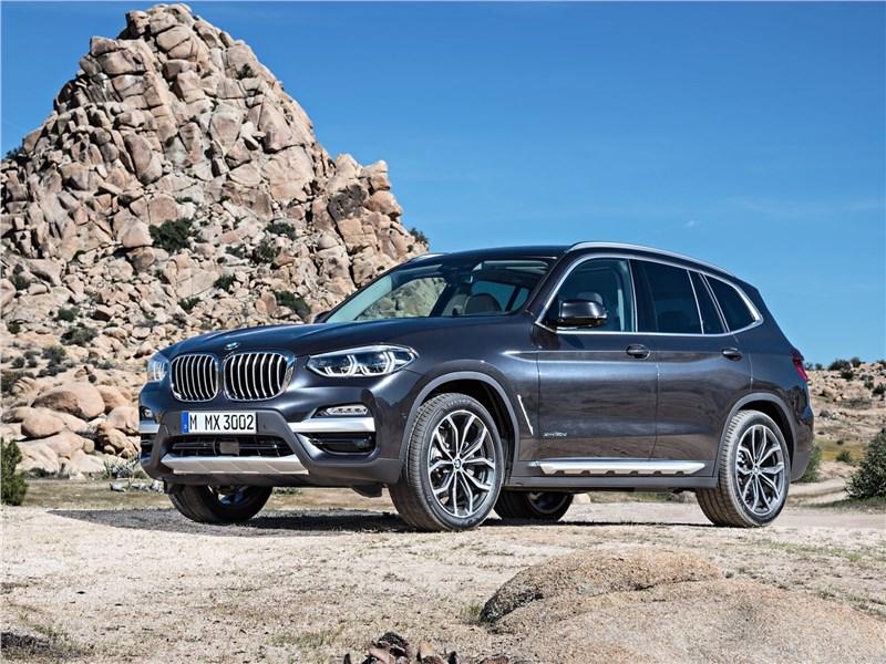 BMW X3 2018 вид спереди сбоку